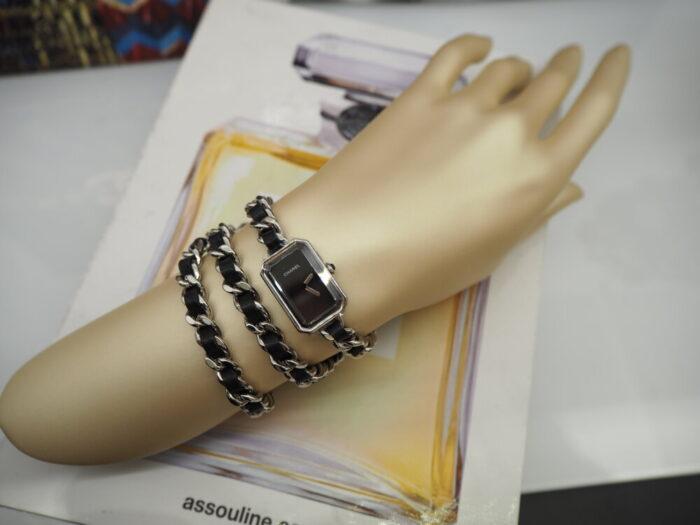 センスが光る、シャネルらしい腕時計「プルミエール ロック」(H3749)-CHANEL -P1050289-700x525