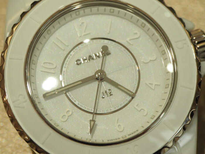一流ファッションブランドの時計はどんな服装にも合わせやすい!!シャネル「J12 ファントム」(H6345/H6346)-CHANEL スタッフのつぶやき -P1170417-700x525