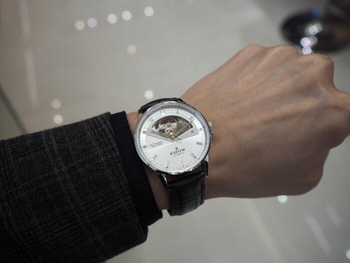 新社会人からの本格機械式時計「エドックス レ・ヴォーベル オープンハート オートマチック」-EDOX -P1210491-700x525