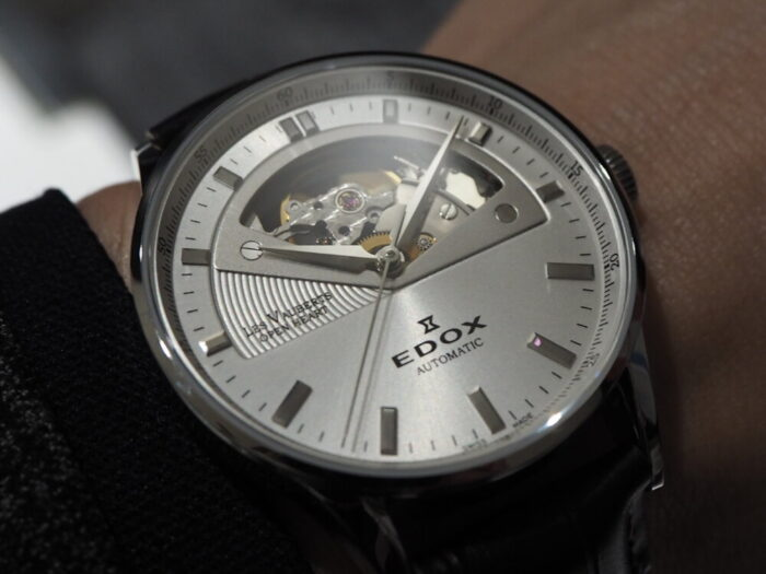 新社会人からの本格機械式時計「エドックス レ・ヴォーベル オープンハート オートマチック」-EDOX -P1210497-700x525