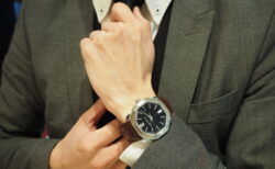 スーツとの相性抜群。イタリアンエレガントを象徴するブルガリの腕時計「オクト ローマ」