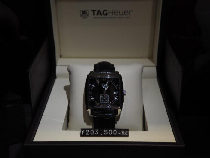 20万円台で手が届く…。名門ブランドの由緒ある角型時計「モナコ」-TAG Heuer -P2080031-700x525