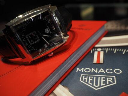 20万円台で手が届く…。名門ブランドの由緒ある角型時計「モナコ」