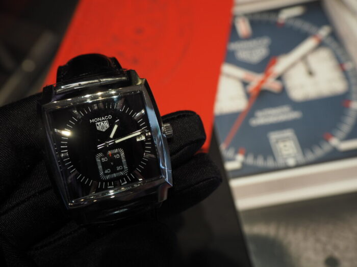 20万円台で手が届く…。名門ブランドの由緒ある角型時計「モナコ」-TAG Heuer -P2080043-700x525