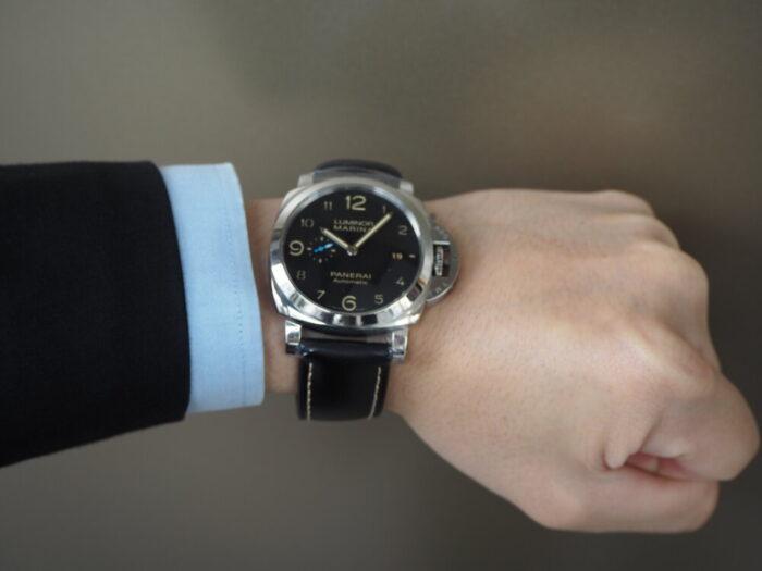 無骨な本格時計は腕に乗せてこそ本当の魅力を感じられます。パネライ ルミノール マリーナ1950 3デイズ-PANERAI -P5190017-700x525