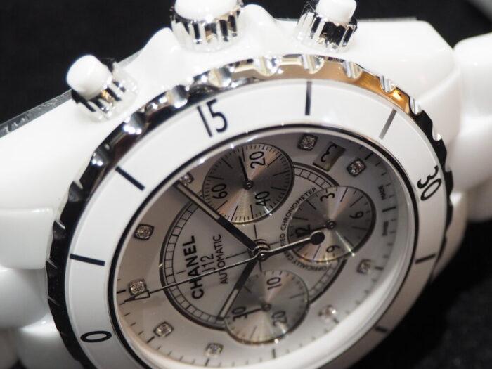 【シャネル】セラミック製の時計、J12はこれからの季節にぴったりです。「J12 クロノグラフ」-CHANEL -P5220041-700x525