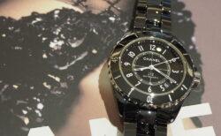 ブラックで洗練されたデザインが魅力「シャネル J12」