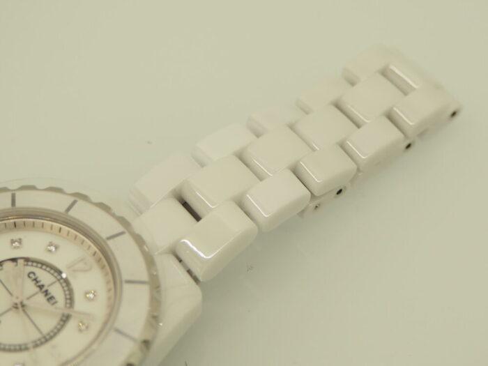 パールとダイヤで可愛さが増す「シャネル J12 29mm」-CHANEL -P9240470-700x525