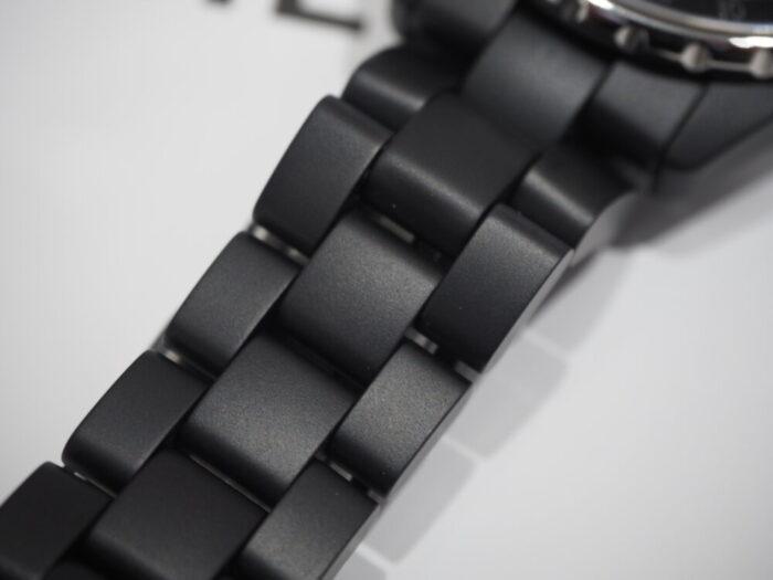ハイテク セラミックが魅力的「シャネル J12 GMT」-CHANEL -PA200225-700x525