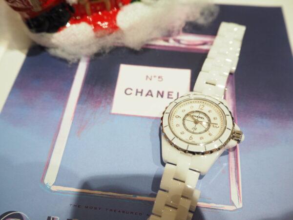 パールとダイヤで可愛さが増す「シャネル J12 29mm」-CHANEL -PB160529-600x450