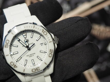 可愛らしさも上品さも兼ね備えた純白時計…。タグ・ホイヤー「アクアレーサー レディ」