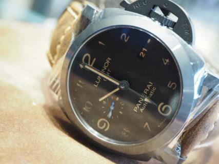 ブラック時計でお洒落に決める…。パネライ「PAM01441」