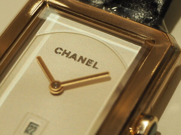 上品なベージュゴールドがおしゃれを格上げ「シャネル ボーイフレンド H6588」-CHANEL -P1211374-600x450