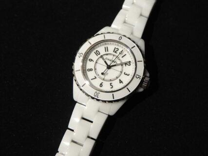 実用性がありアクセサリー感覚でもつけられる時計「シャネル J12 33mm」
