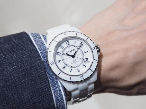 あの有名人も着用している高級腕時計。「シャネル J12 キャリバー12.1」-CHANEL -P5053218-600x450