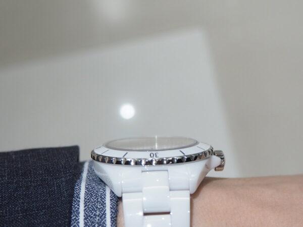 あの有名人も着用している高級腕時計。「シャネル J12 キャリバー12.1」-CHANEL -P5053220-600x450