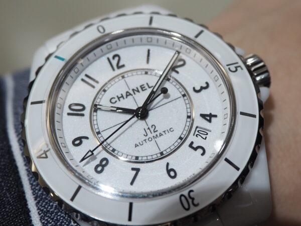 あの有名人も着用している高級腕時計。「シャネル J12 キャリバー12.1」-CHANEL -P5053221-600x450
