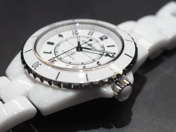 あの有名人も着用している高級腕時計。「シャネル J12 キャリバー12.1」-CHANEL -P5053223-600x450