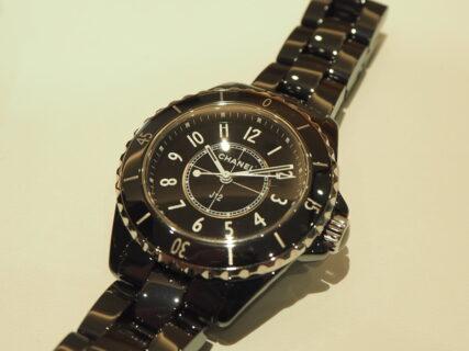 光沢のあるブラックセラミックがファッションを格上げ「シャネル J12 33mm」