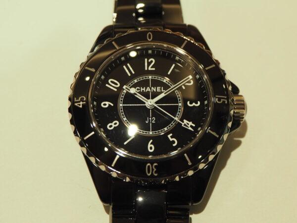 ブラックセラミックの高級感が堪らない。「シャネル J12 33mm」-CHANEL -P5080015-600x450