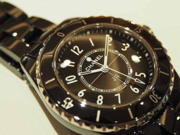 ブラックセラミックの高級感が堪らない。「シャネル J12 33mm」-CHANEL -P5080016-600x450