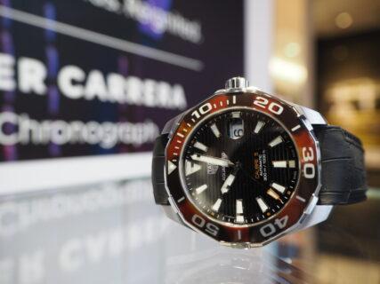 べっ甲柄が印象的なユニーク時計…。タグ・ホイヤー「アクアレーサー キャリバー5」