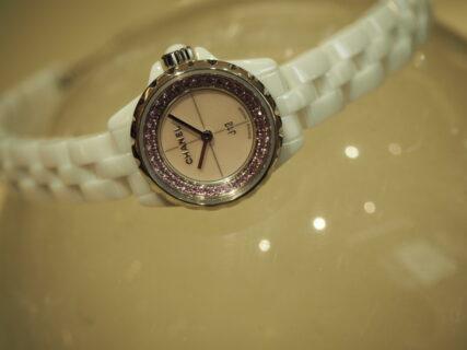 【シャネル】ブレスレット感覚で楽しめる本格時計「J12 コレクター」