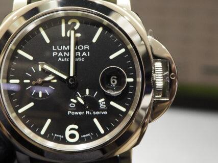 機能が充実したシンプル時計…。パネライ「PAM01090」