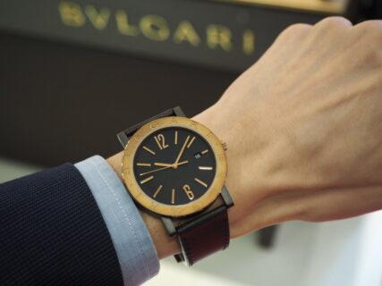ブロンズを使用したスタイリッシュな時計「ブルガリブルガリソロテンポ」