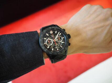 夏の腕元はスケルトン×ラバーベルトの時計で華やかに「タグ・ホイヤー カレラ キャリバー ホイヤー02 クロノグラフ」