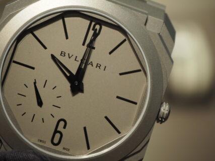 薄い…。世界屈指の時計技術を誇る。ブルガリ「オクト フィニッシモ」