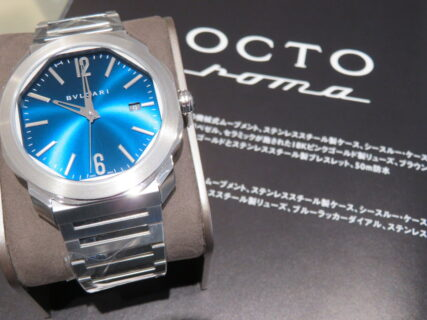 色鮮やかなブルーに心踊らされる…。ブルガリ「オクト ローマ オートマティック」