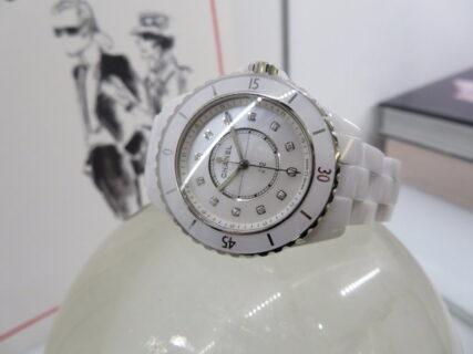 【シャネル】白い時計でも経年変化を感じない「J12 33㎜」