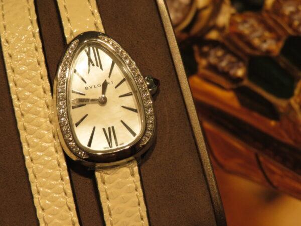 上品に仕上げた個性派時計…。ブルガリ「セルペンティ」-BVLGARI 鹿児島店からのお知らせ フェア・イベント情報 -IMG_1358-600x450