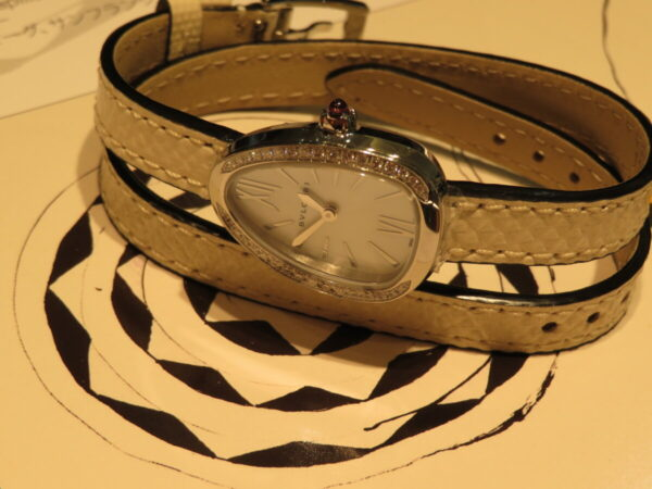 上品に仕上げた個性派時計…。ブルガリ「セルペンティ」-BVLGARI 鹿児島店からのお知らせ フェア・イベント情報 -IMG_1359-600x450