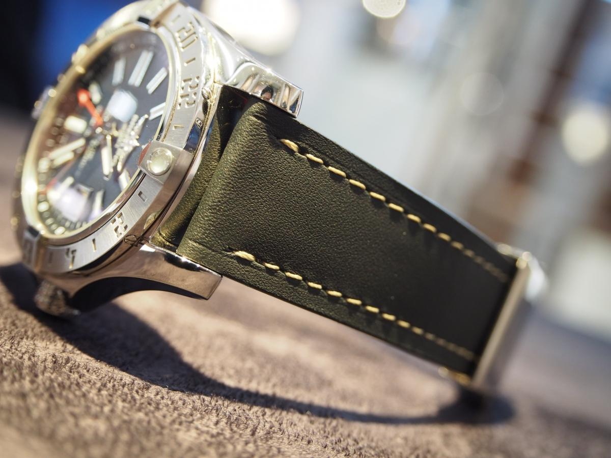 ブライトリング × ジャンルソー GMT針と合わせたオリジナルストラップ。