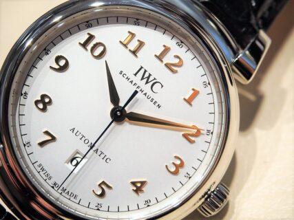 【IWC】シンプルなデザインと複雑なケースを組み合わせた「ダ・ヴィンチ・オートマティック 40mm」