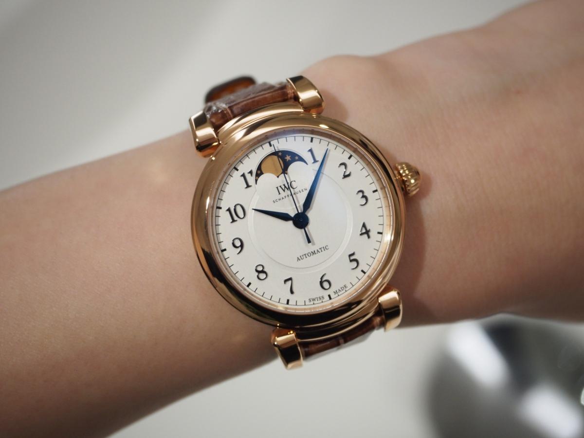 手もとを優雅に彩る大人時計/IWC ダ・ヴィンチ・オートマティック・ムーンフェイズ 36