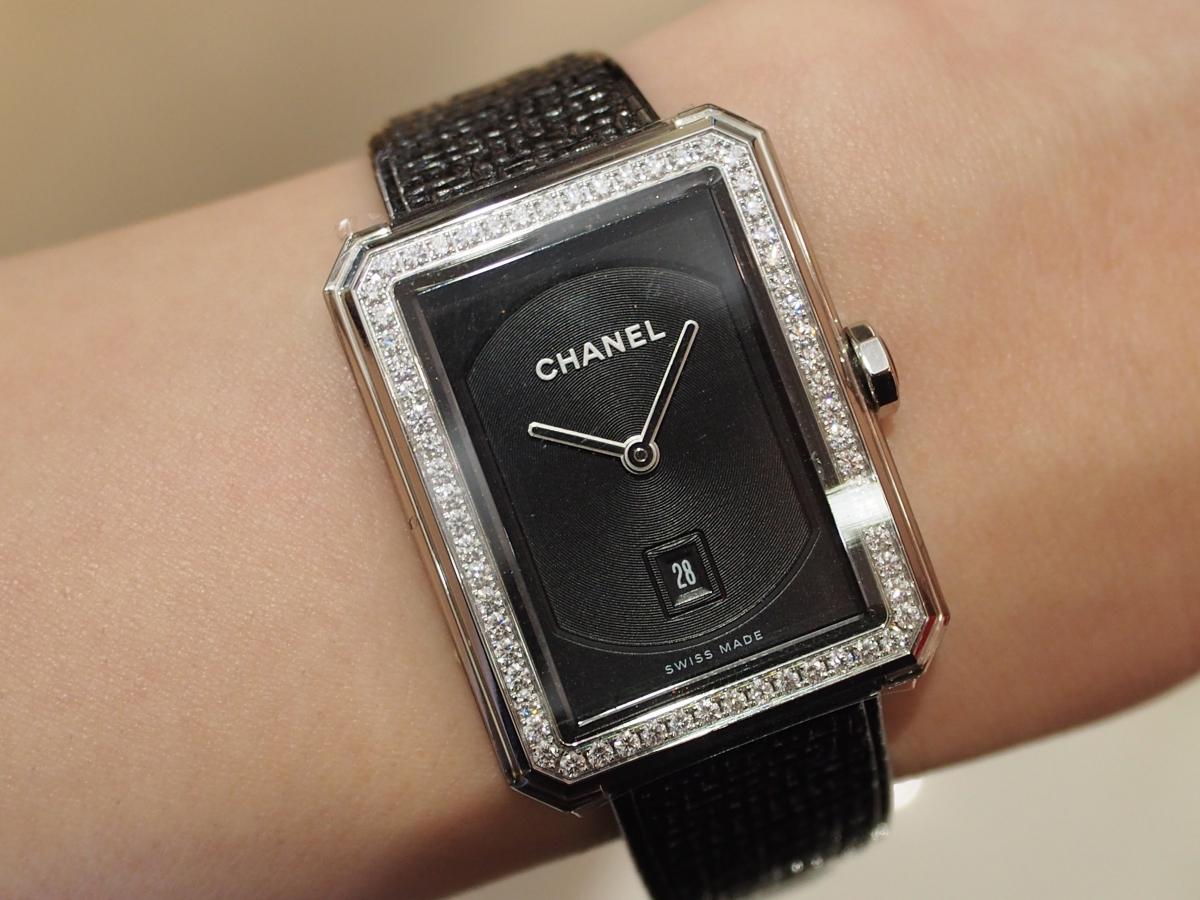 センスが光るシャネルの時計はボーイフレンドツイード