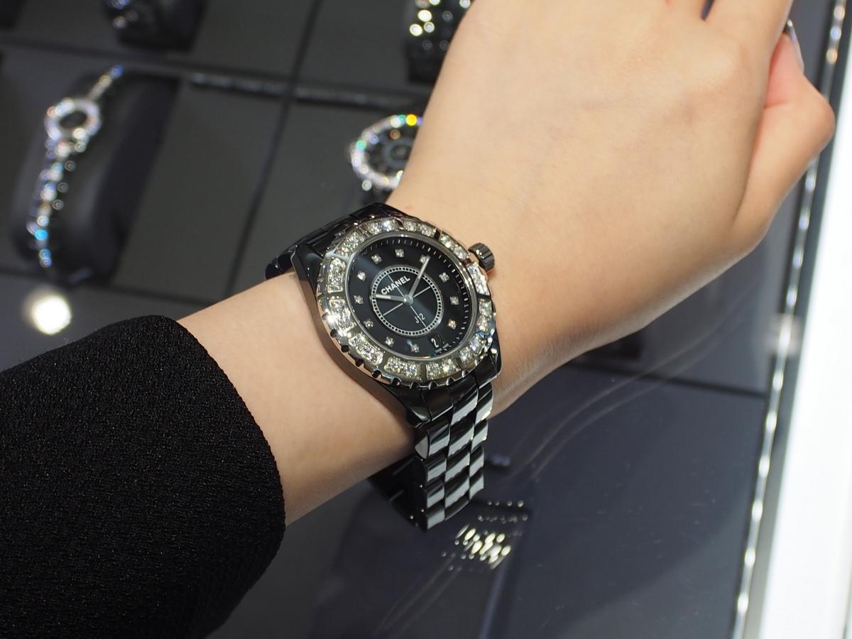 【CHANEL(シャネル)】艶やかなブラックセラミックとダイヤモンドのコントラストが最高!/J12 38mm