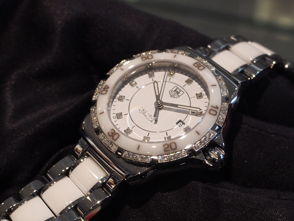 タグ・ホイヤーからお洒落なレディースモデルをご紹介!ダイヤモンドが存在感を際立たせてくれます。