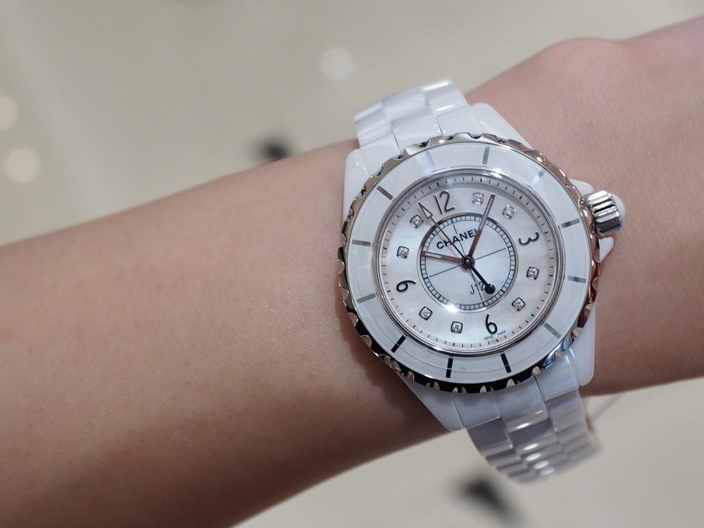 セラミックを贅沢に使用した時計でこの夏をラフに乗り切りましょう!タグ・ホイヤー/カレラ キャリバー ホイヤー01