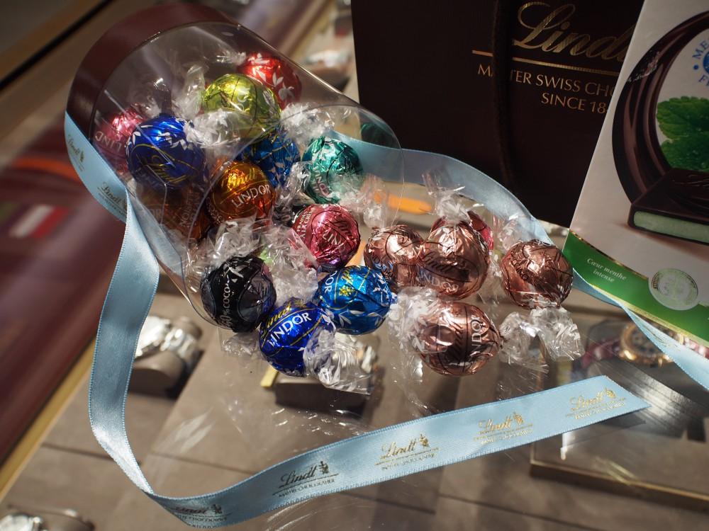 いつもお世話になっておりますK様が、リンツのチョコレートを差し入れして下さいました!-oomiya京都店のお客様 スタッフつぶやき -P6093350
