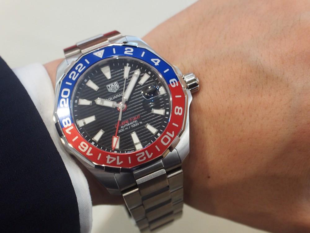 タグ・ホイヤー / 青×赤のベゼルを備えた「アクアレーサー キャリバー7 GMT」再入荷!