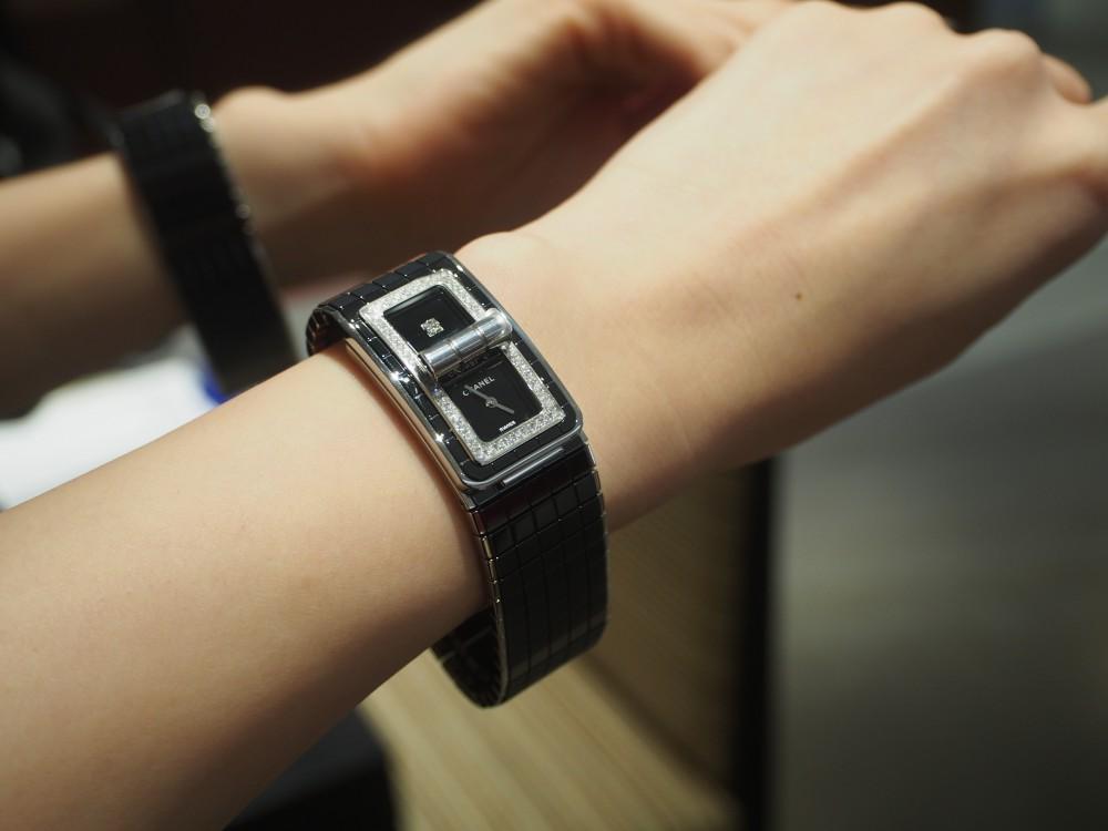 7da785fc6768 シャネルの時計はオオミヤ京都店で!コード ココ《ブラックセラミック》H5148