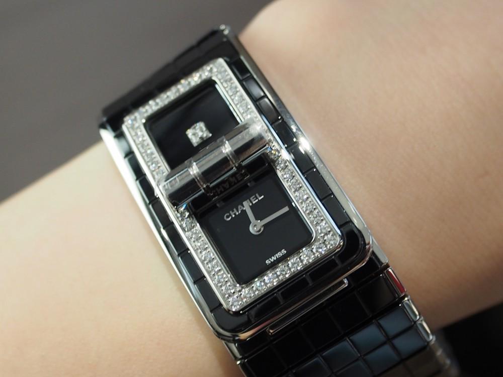 16f8fb4f0ff9 シャネルの時計はオオミヤ京都店で!コード ココ《ブラックセラミック ...