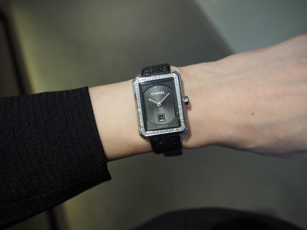 秋冬につけたいシャネルの腕時計《ボーイフレンド ツイード》H5318-CHANEL -PA089703
