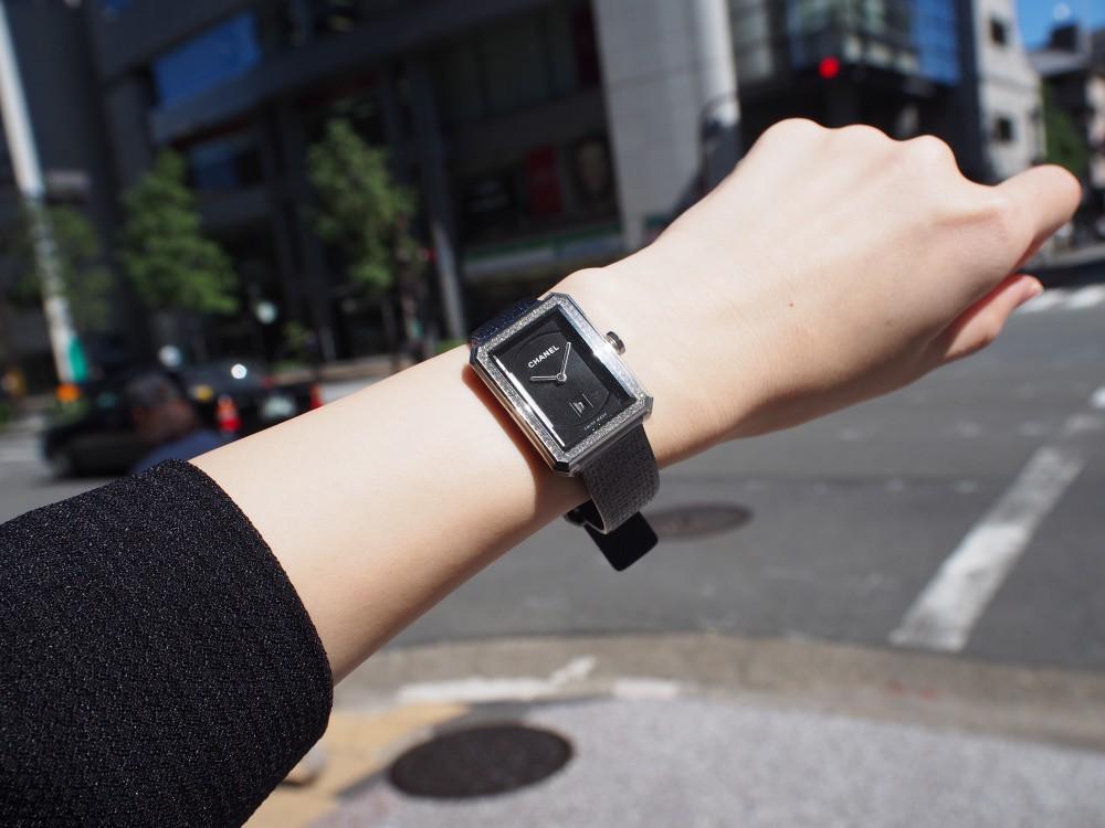 秋冬につけたいシャネルの腕時計《ボーイフレンド ツイード》H5318-CHANEL -PA089707
