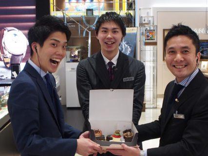 京都店のイケメンスタッフもにっこり♪K様より差し入れです!!