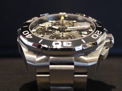 300メートル防水なら時計を着けたまま海にだって潜れちゃう!タグ・ホイヤーのダイバーズウォッチ!